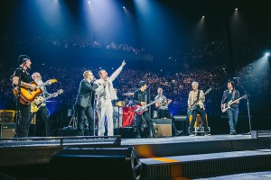 """U2 cedem palco aos """"eagles"""""""